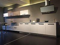 Mat witte design keuken