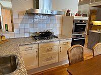 Vanille keuken met kaderdeuren