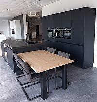 Matzwarte greeploze Siemens keuken