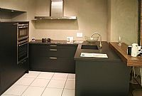 Mooie Eggersmann keuken met schiereiland en bar