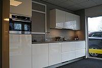 Mooie moderne greeploze keuken