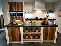 Massief houten keuken met composiet  werkblad