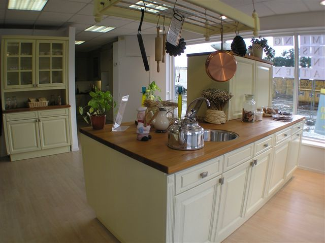 Geel De Keuken : Showroomkeukens alle showroomkeuken aanbiedingen uit nederland