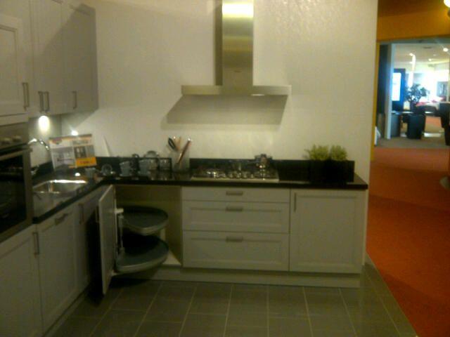 Showroomkeukens alle showroomkeuken aanbiedingen uit nederland keukens voor zeer lage keuken - Keuken ontwikkeling in l ...