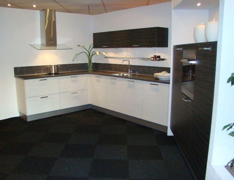 Witte of zwarte keuken mooie badkamer open keukeninrichting
