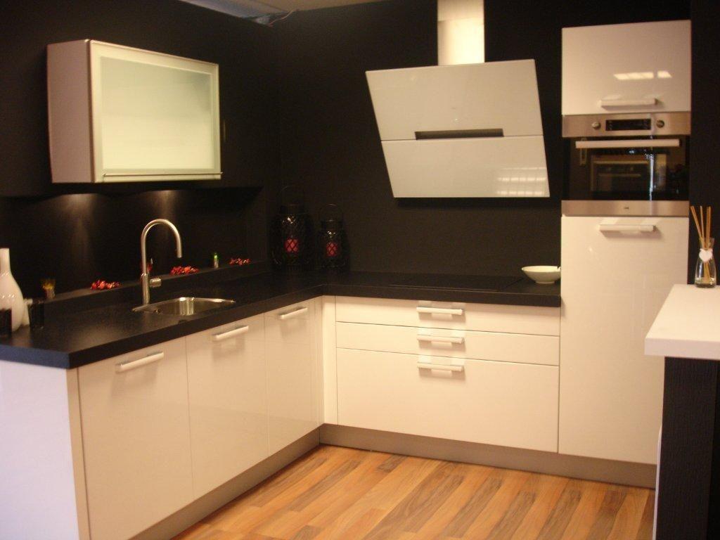 Hoogglans Wit Keuken : Showroomkeukens alle showroomkeuken aanbiedingen uit nederland