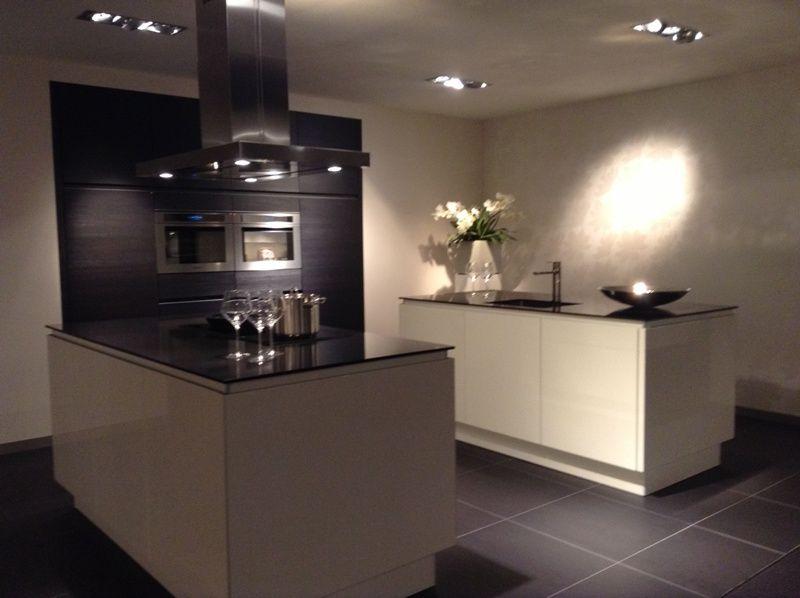 ... lage keuken prijzen Keuken met dubbel eiland in wit met hout [50421