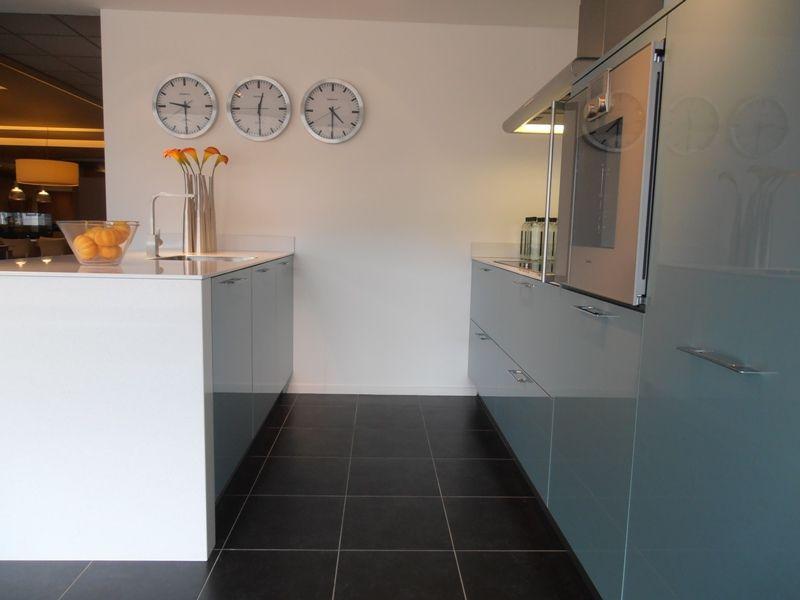 Showroomkeukens alle showroomkeuken aanbiedingen uit nederland keukens voor zeer lage keuken - Werkblad gelamineerd compact ...