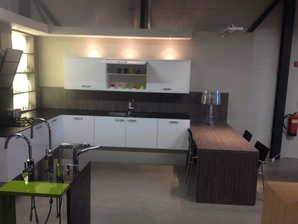 Showroomkeukens alle showroomkeuken aanbiedingen uit nederland keukens voor zeer lage keuken - Heel mooi ingerichte keuken ...