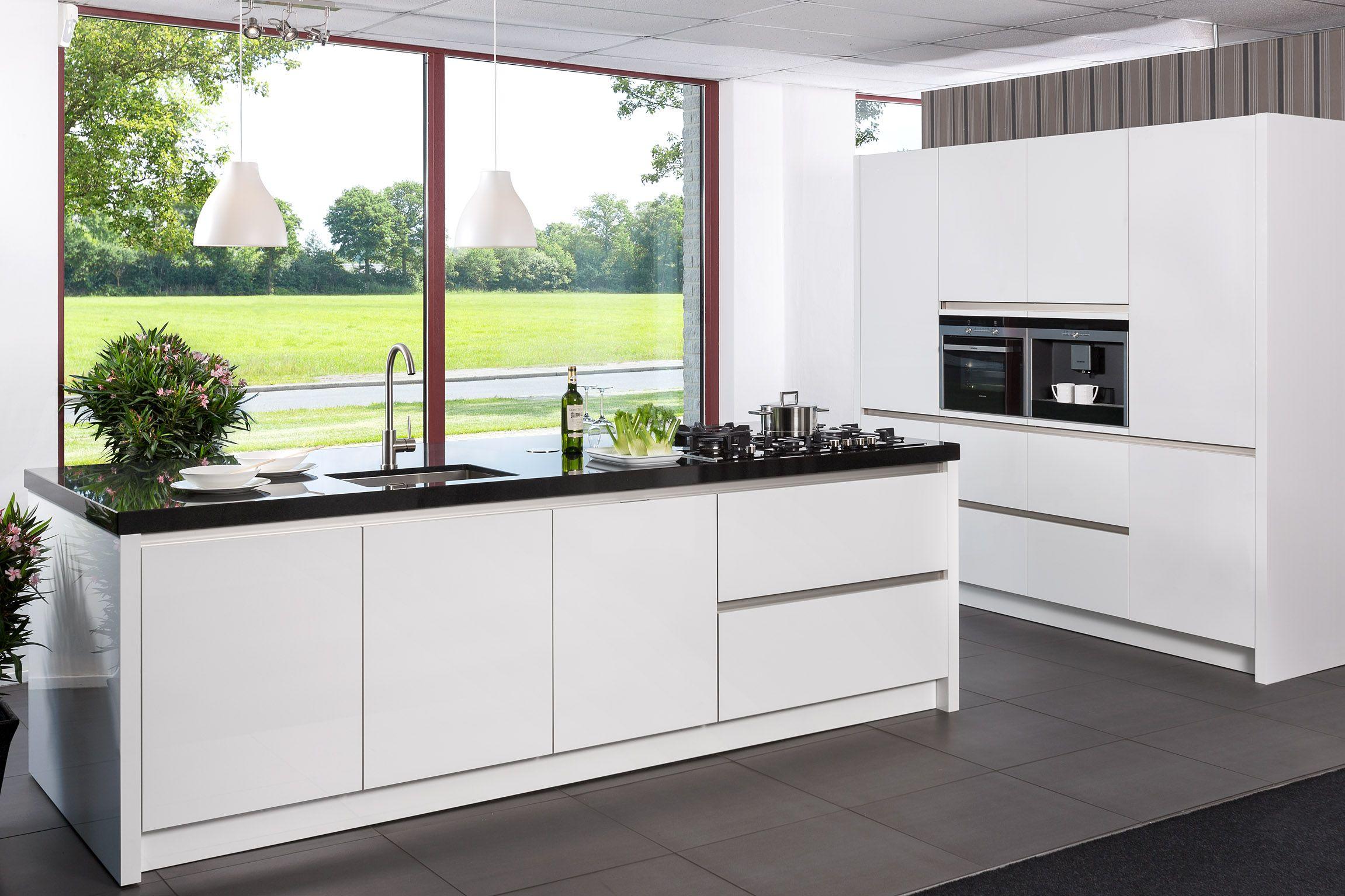 Showroomkeukens alle showroomkeuken aanbiedingen uit nederland keukens voor zeer lage keuken - Foto van moderne keuken ...