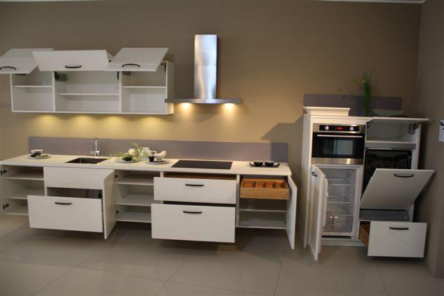 Zwevende Keuken Showroom : keukens voor zeer lage keuken prijzen Witte keuken met hangkasten 17