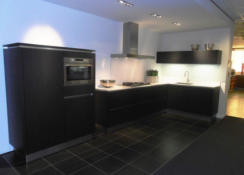 Keuken Eiken Zwart : Keuken in eiken mat zwart gespoten obly