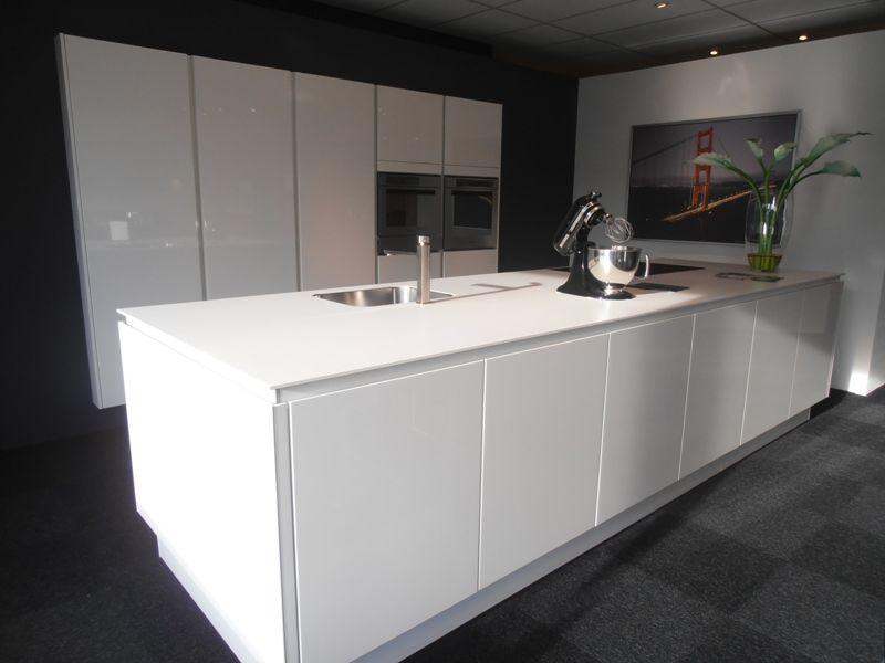 ... keukens voor zeer lage keuken prijzen  Greeploze wit hoogglans lak