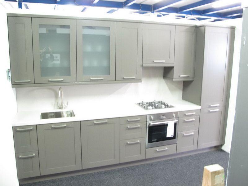 ... keuken prijzen  Rechte keuken met een massief houten kader [26445