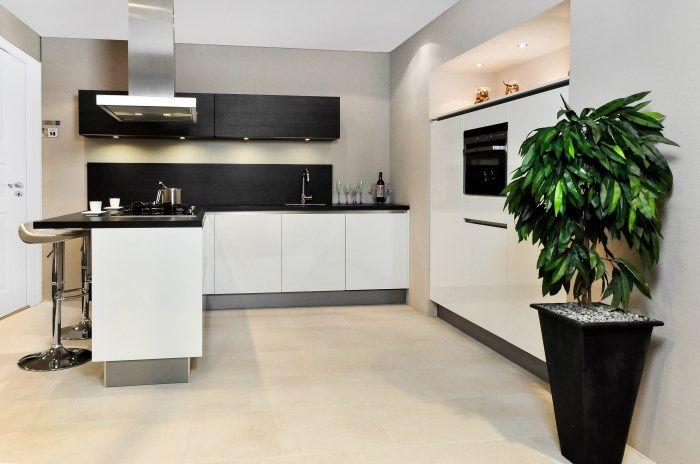 Modern Keuken Schiereiland : Showroomkeukens alle showroomkeuken aanbiedingen uit nederland
