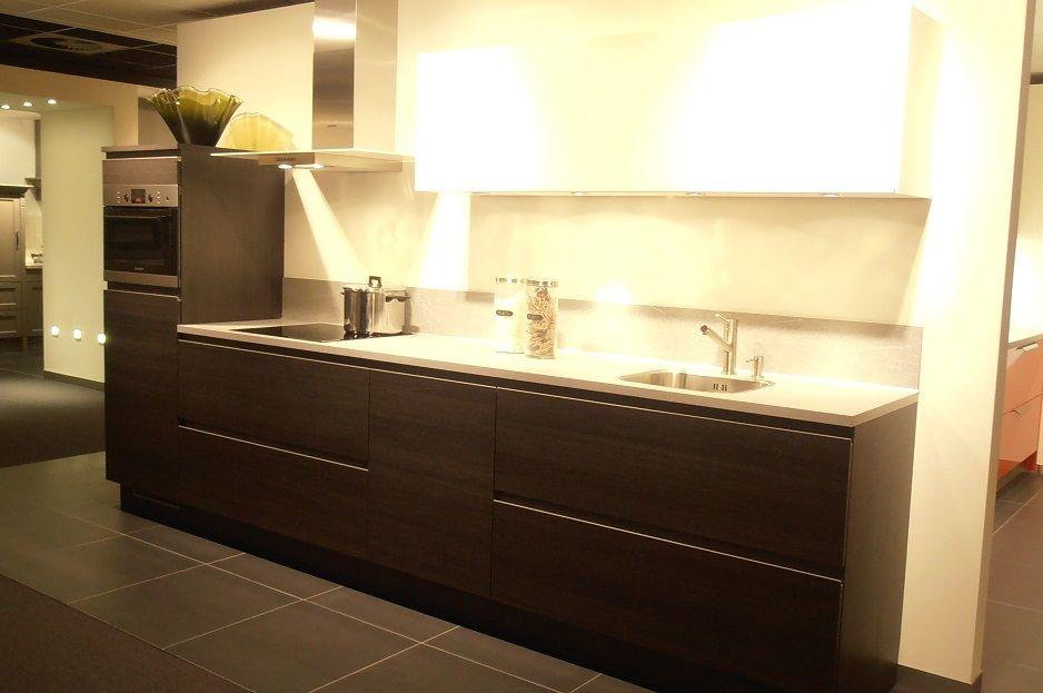 Hoogglans Zwart Keuken : Showroomkeukens alle showroomkeuken aanbiedingen uit nederland