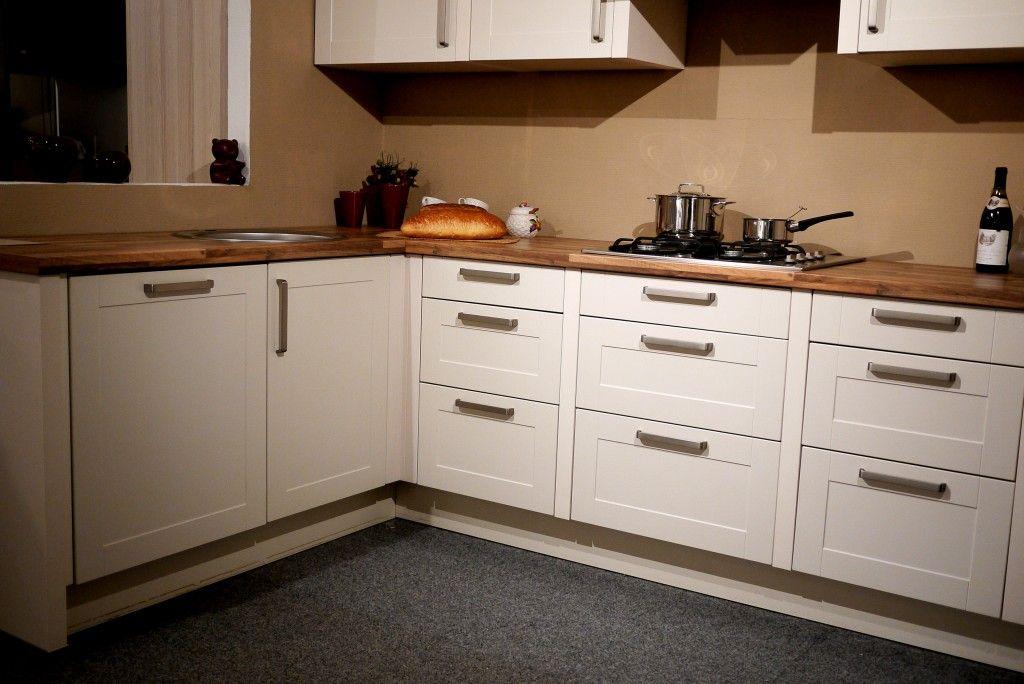 Zeer luxe hoek-keuken met kader front