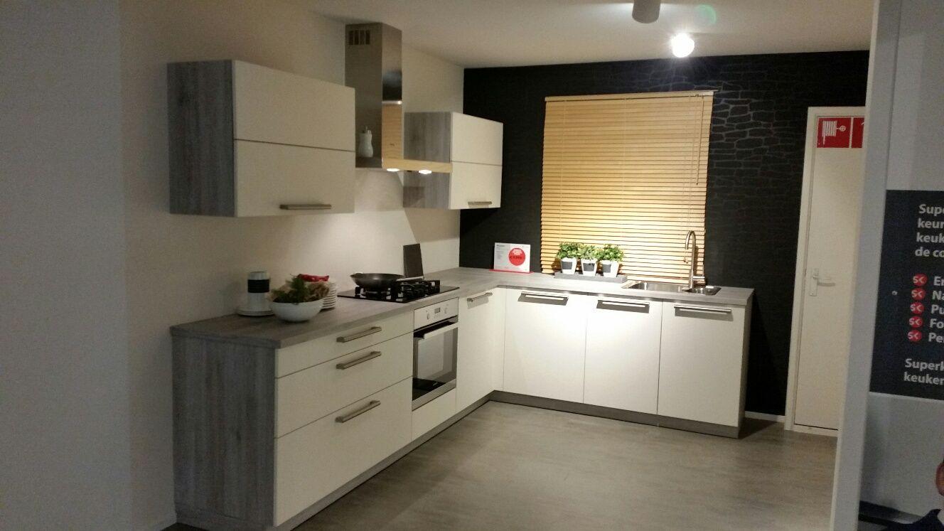 Carrousel Keuken Demonteren : keukens voor zeer lage keuken prijzen Strakke hoek keuken met