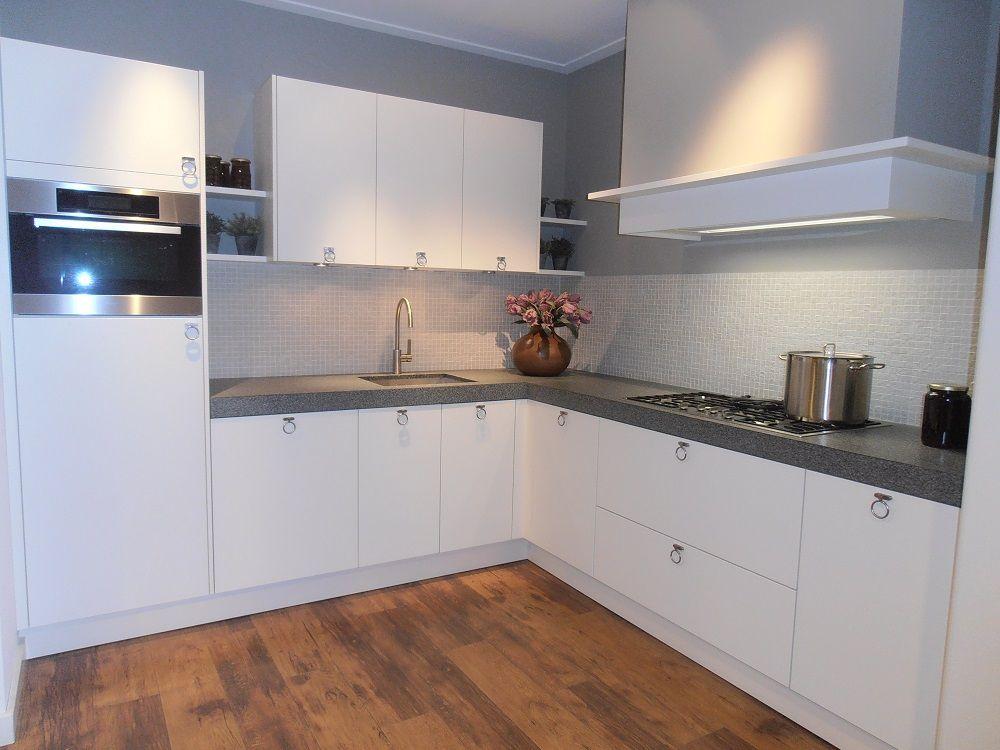 Keuken Eiken Fineer : lage keuken prijzen Landelijke keuken in wit eiken fineer [52440