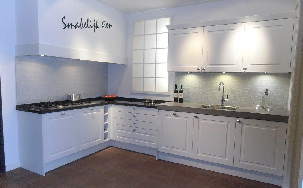 ... keukens voor zeer lage keuken prijzen  Witte landelijke keuken met