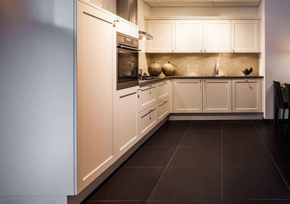 Keuken Kleur Magnolia : lage keuken prijzen Landelijke keuken in de kleur Magnolia [50452