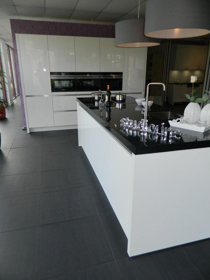 Showroomkeukens alle showroomkeuken aanbiedingen uit nederland keukens voor zeer lage keuken - Mini keuken voor studio ...
