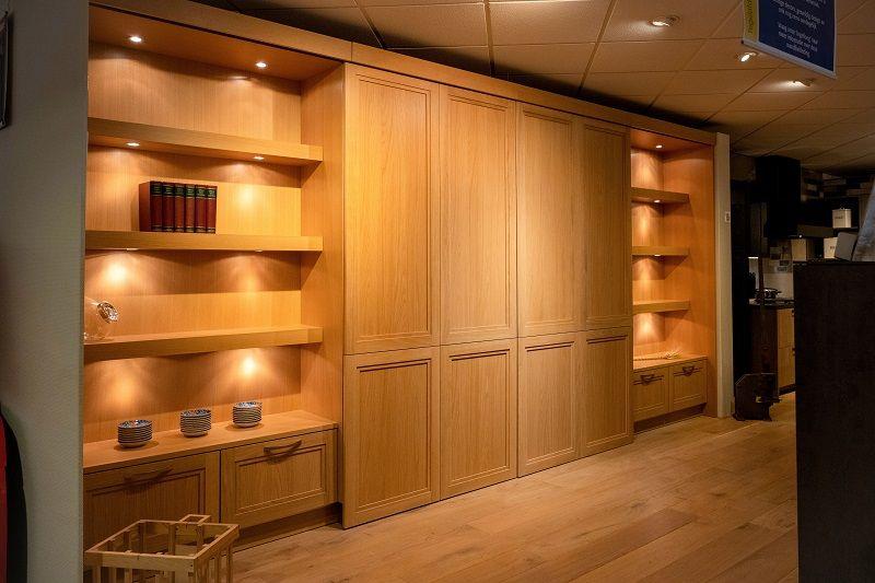 Keuken met schuifdeur en boekenkast (Y20)